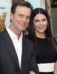 gilmore girls star lauren graham on finally finding love in hollywood for lauren graham 49 playing sarah braverman in the family drama parenthood came an unexpected perk falling in love