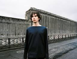 Ксавье Салюстро в пригороде Парижа | Журнал Esquire.ru