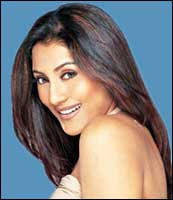 """hey i was jw.. dont Shilpa kadam from dat old tv serial """"Naam Gum Jayega"""" and Rimi Sen look realli alike? look at these pics: RIMI SEN: SHILPA KADAM: - 02lead"""