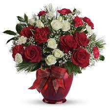 11 <b>Christmas Flower</b> Arrangements | <b>Christmas Flower</b> Ideas