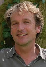 Frits Vaandrager (49) is bioloog en werkt voor zijn eigen bureau Buffel en de Bladluis, waar hij teksten, tentoonstellingen en audiovisuele producties maakt ... - vaandrager_portret