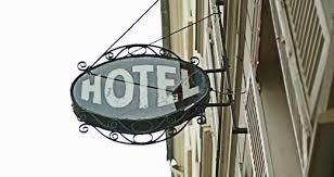 Effetto crisi sugli alberghi, prezzi in calo dovunque. Gli sconti più forti a Palermo e Napoli