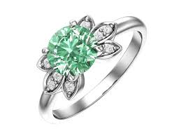<b>Серебряное кольцо</b> с кварцем синтетическим <b>салатовым</b> и бесцве