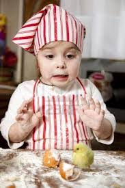 Risultati immagini per bimbo cucina