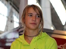 At 16, Laura Dekker sails round the world. Sun, 22 Jan 2012; Elizabeth Paine. But youngest-ever circumnavigator won't get official recognition - 9093%257C000000d06%257C4bf7_Laura-Dekker