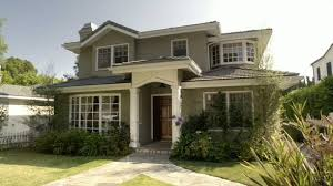Modern Family  Three Funny Families and Their Three Fab HousesDunphy house exterior