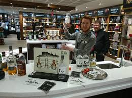 wdf on topsy one having lots of fun giving away some edinburgh gin samples and cocktails today at edinburgh airport edinburghgin wdf pic twitter com