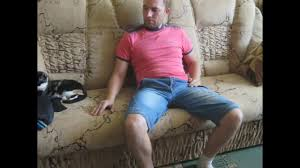Перетяжка дивана своими руками!!! - YouTube