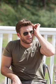 scott eastwood nicholas sparks britt robertson in atlanta scott eastwood didn t actually ride a bull until after the movie was done filming