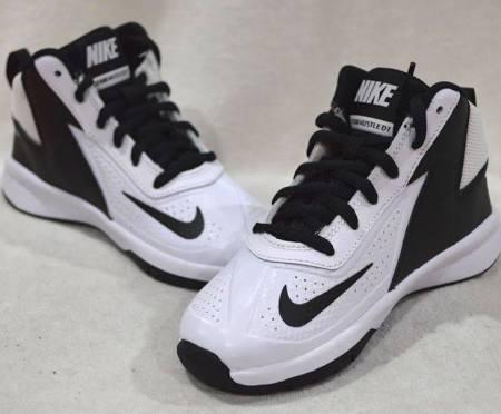 7 Baloncesto Tamaño ps Zapatillas Negras Nike Blancas 11c D Team Boy De Hustle 5Ywq4qPZx